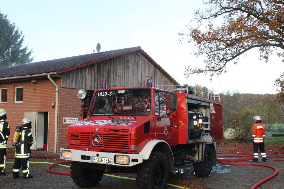 A D Tlf Me 2480 Der Feuerwehr Erkrath: Feuer Im Dorfgemeinschafts- Und Feuerwehrhaus